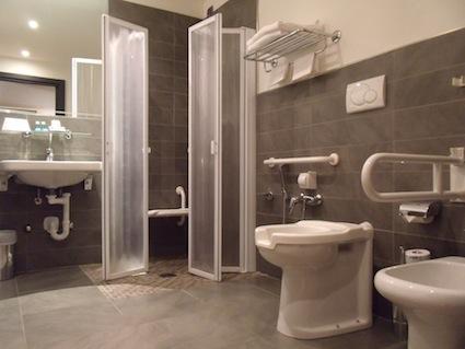 Come realizzare un bagno accessibile for Arredo bagno per disabili